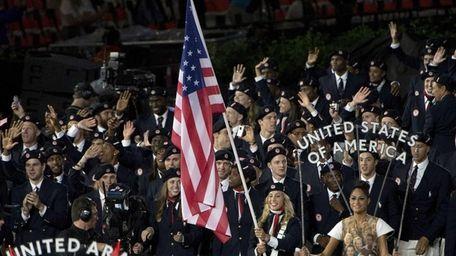 Fencer Mariel Zagunis leads Team USA into the