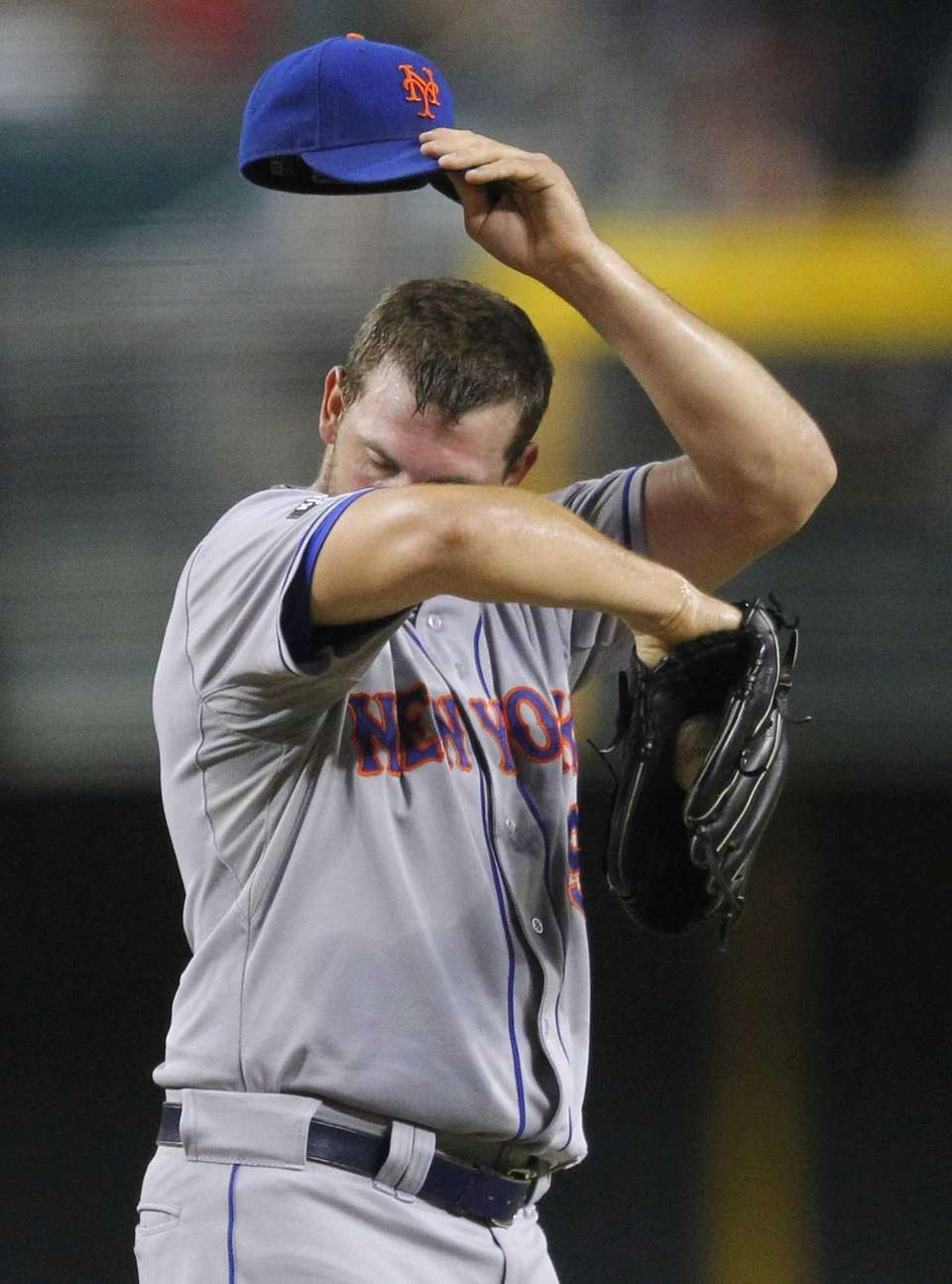 Mets pitcher Jonathon Niese wipes his face after