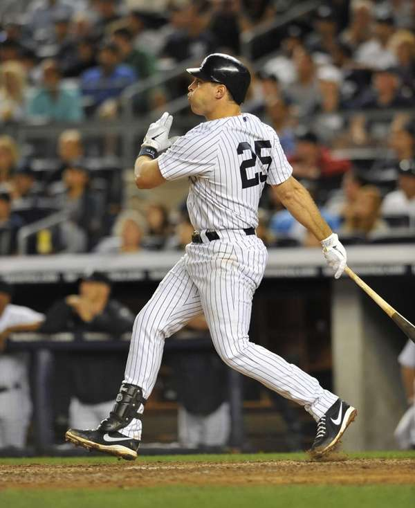 Mark Teixeira hits a game-tying two-run home run