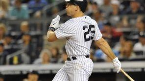 Mark Teixeira hits a game-tying two-run home run