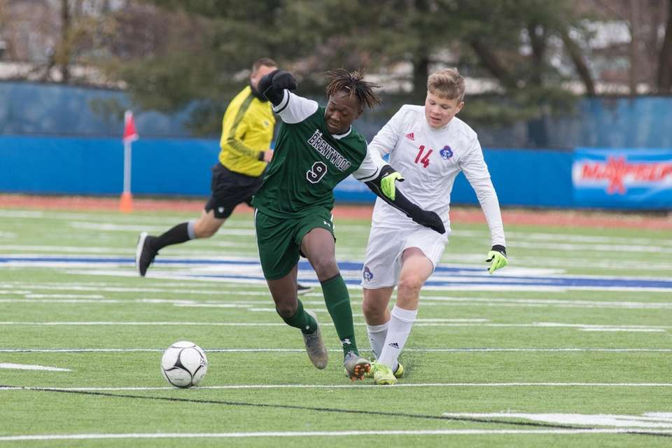 Brentwood's Nathaniel Austin, left and Fairport's Kevin Clifford,