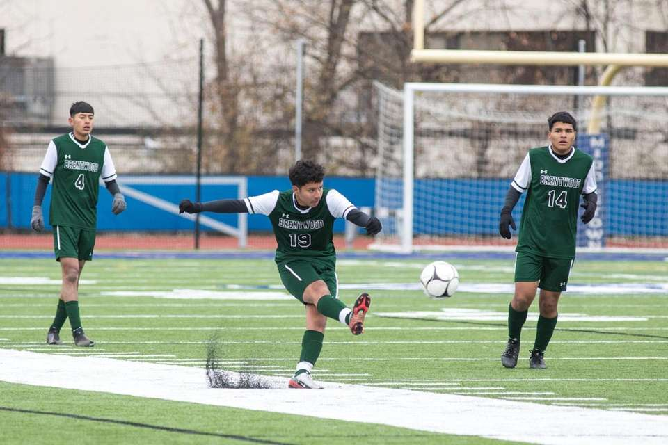 Brentwood's Bryan Balcarcel kicks the ball during the
