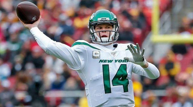 Jets quarterback Sam Darnold throws against the Redskins