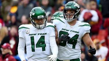 Sam Darnold and Ryan Griffin of the Jets