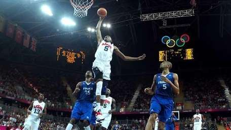 Kevin Durant #5 dunks the ball against France