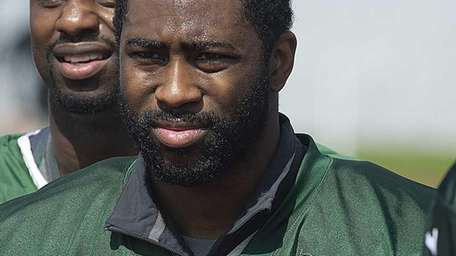 Darrelle Revis leaves the field after Jets training