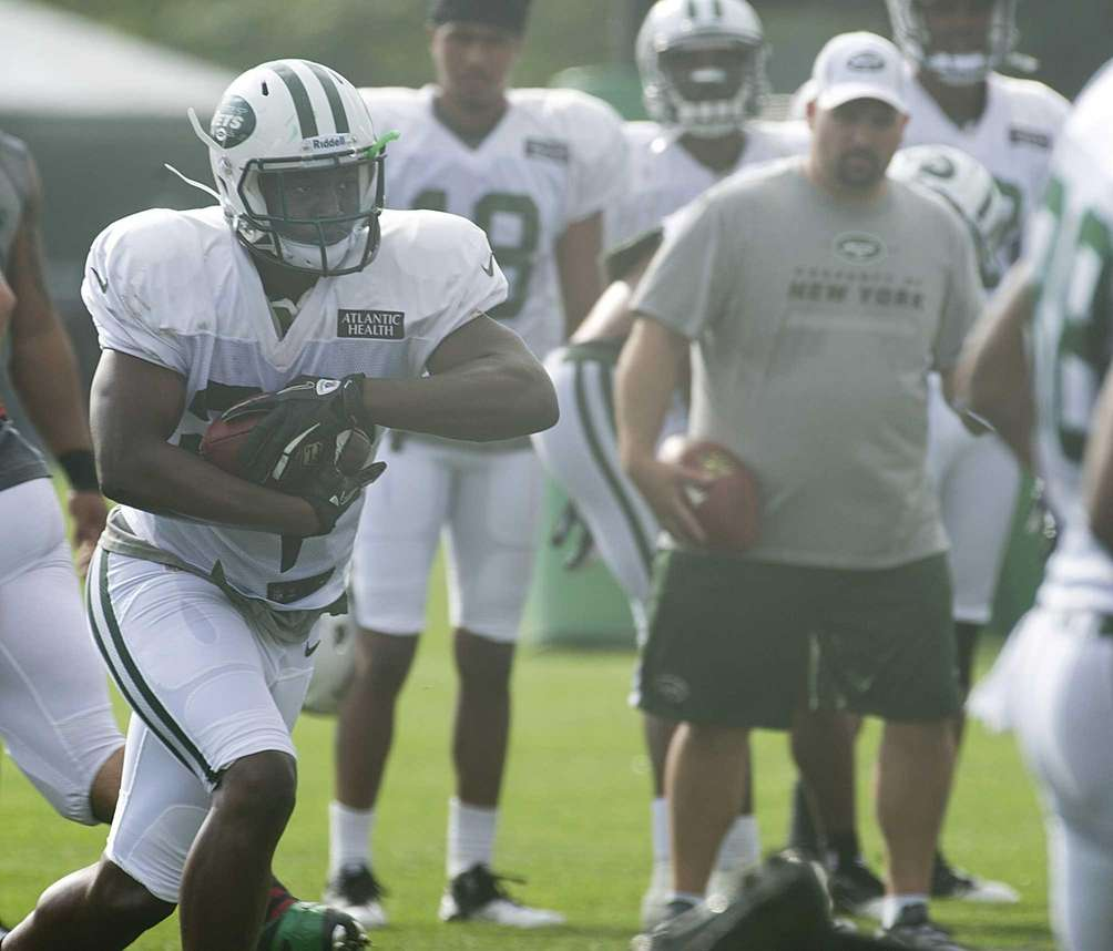 Shonn Greene runs the ball during Jets training