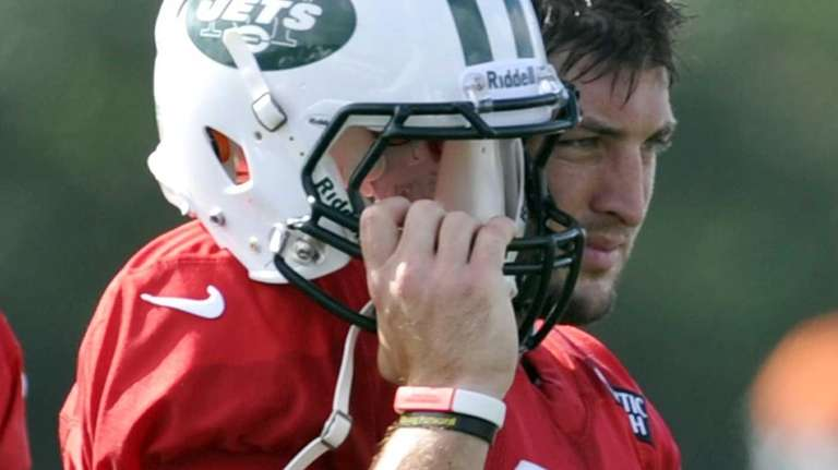 New York Jets quarterback Tim Tebow watches practice