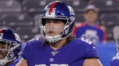Giants offensive guard Nick Gates lines up during