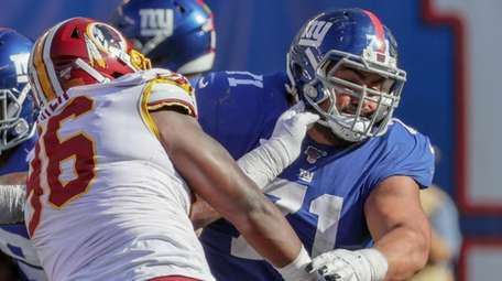 Giants offensive guard Will Hernandez blocks Redskins defensive