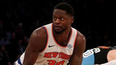 Julius Randle of the Knicks controls the ball