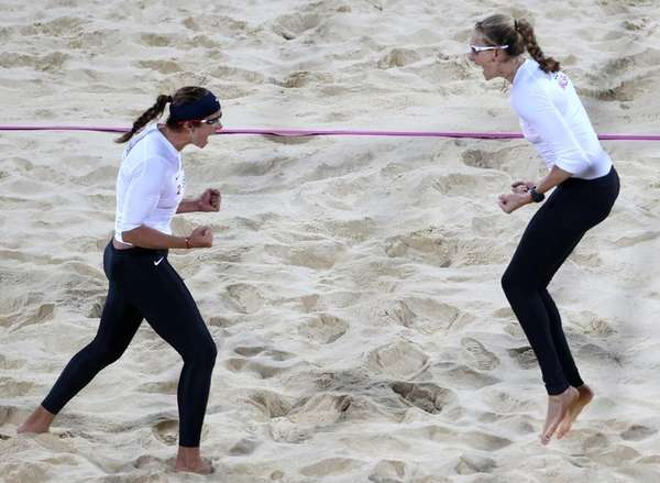 Kerri Walsh Jennings, right, and Misty May-Treanor, left,