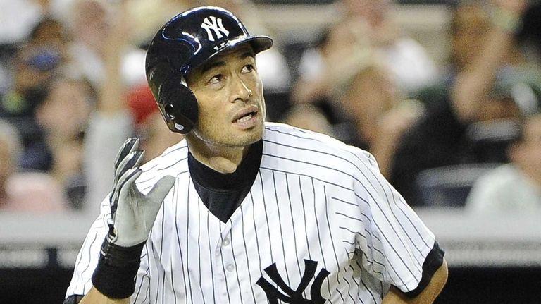New York Yankees Ichiro Suzuki watches his home