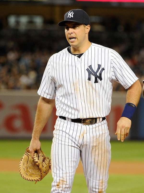 Mark Teixeira reacts after injuring his wrist in