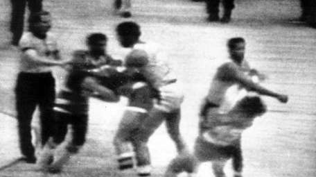 The Lakers' Kermit Washingtonr throws a punch to