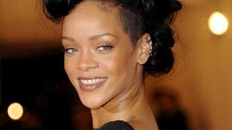 Rihanna arrives at the Metropolitan Museum of Art