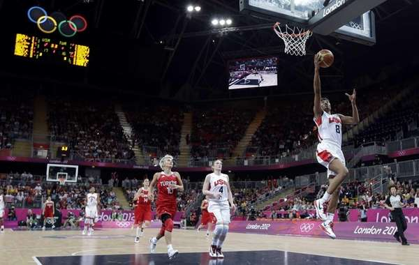 Team USA's Angel McCoughtry (8) scores against Turkey