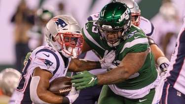 Jets defensive tackle Quinnen Williams tries to tackle