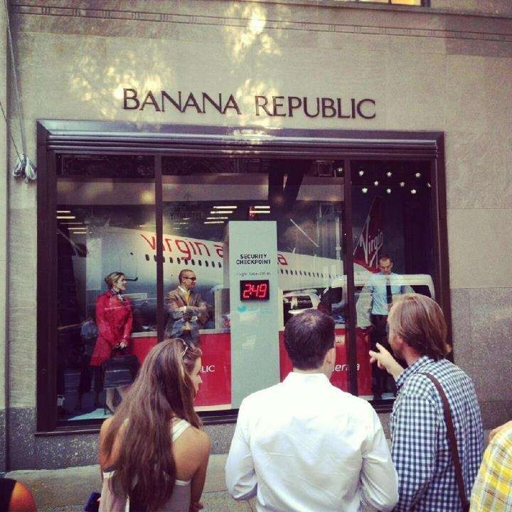 Banana Republic offers a 15 percent discount to