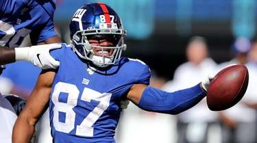 Sterling Shepard of the Giants celebrates his catch