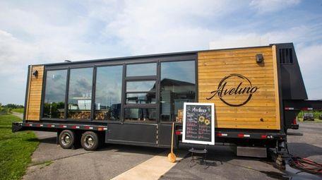 The Avelino pizza food truck at Macari Vineyards
