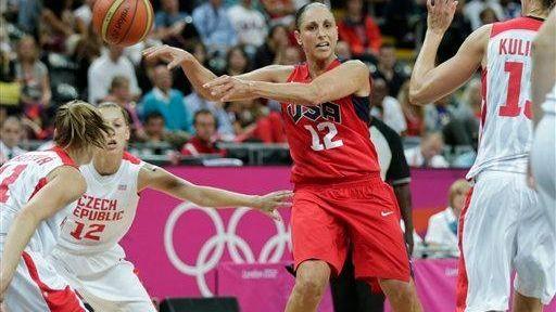 Team USA's Diana Taurasi, center, makes a blind