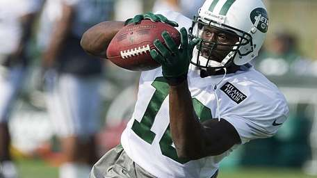 Jets wide receiver Santonio Holmes catches a pass