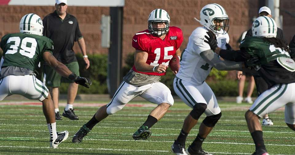 Jets quarterback Tim Tebow scrambles out of the