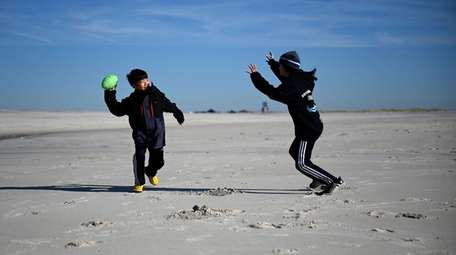 Roger Yi, 10, of Woodbury, left, plays with