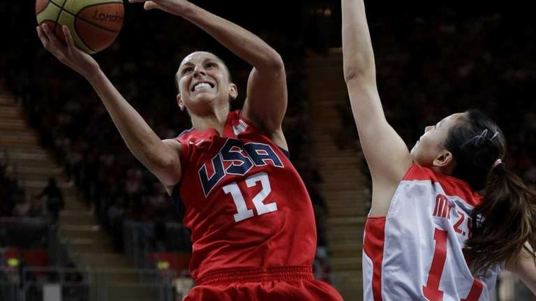 USA's Diana Taurasi (12) drives past China defender