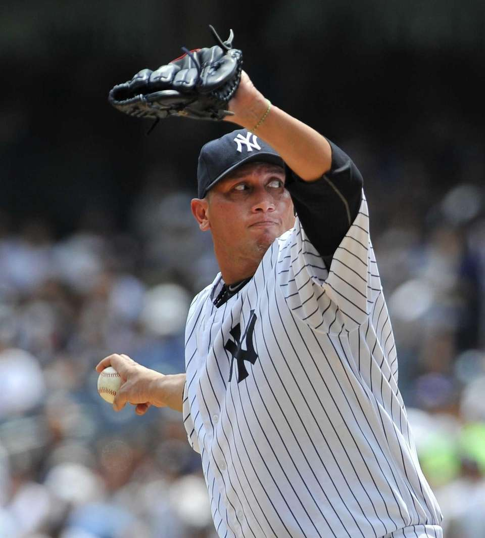Freddy Garcia pitches against the Mariners. (August 5,