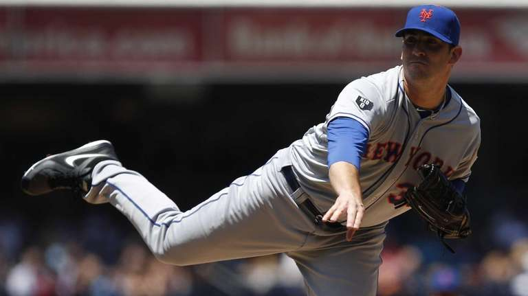 New York Mets starting pitcher Matt Harvey follows