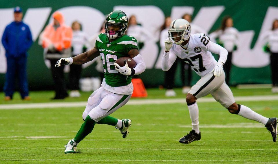 Jets running back Le'Veon Bell runs for daylight
