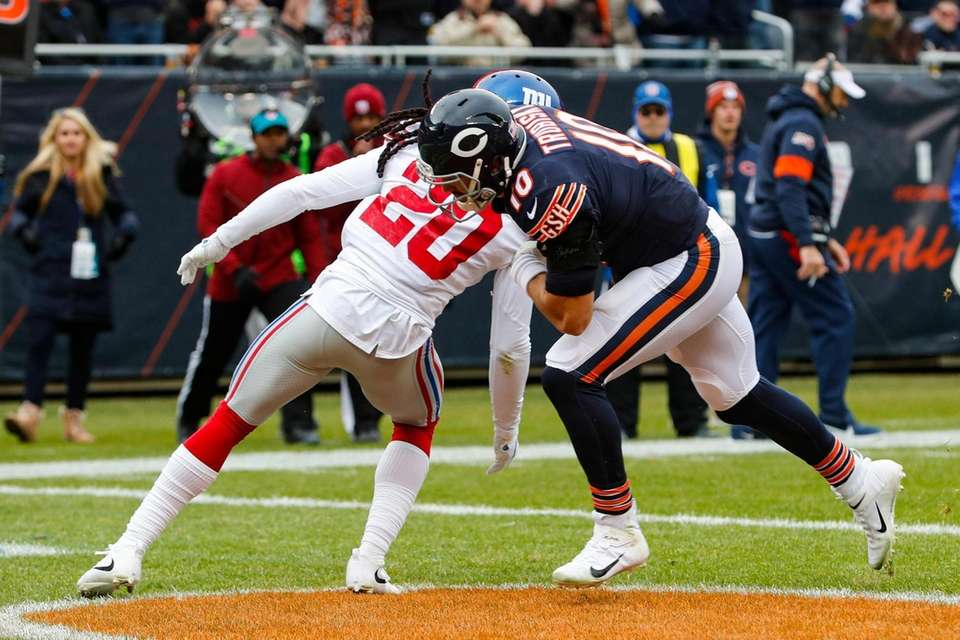 Chicago Bears quarterback Mitchell Trubisky runs in for