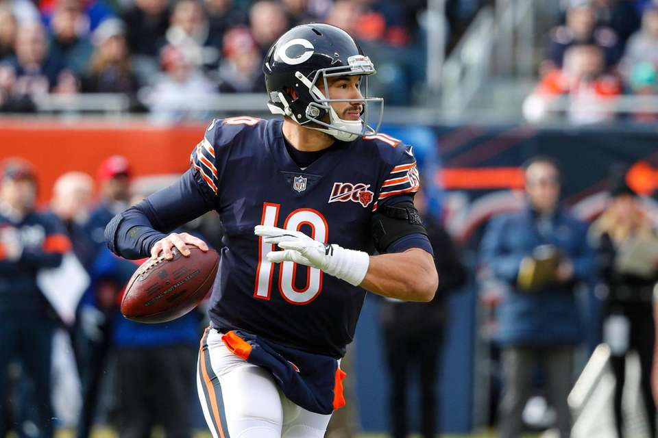 Chicago Bears quarterback Mitchell Trubisky looks to throw