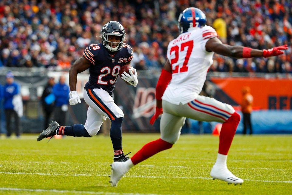 Chicago Bears running back Tarik Cohen looks to