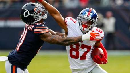 Giants wide receiver Sterling Shepard pushes off Bears