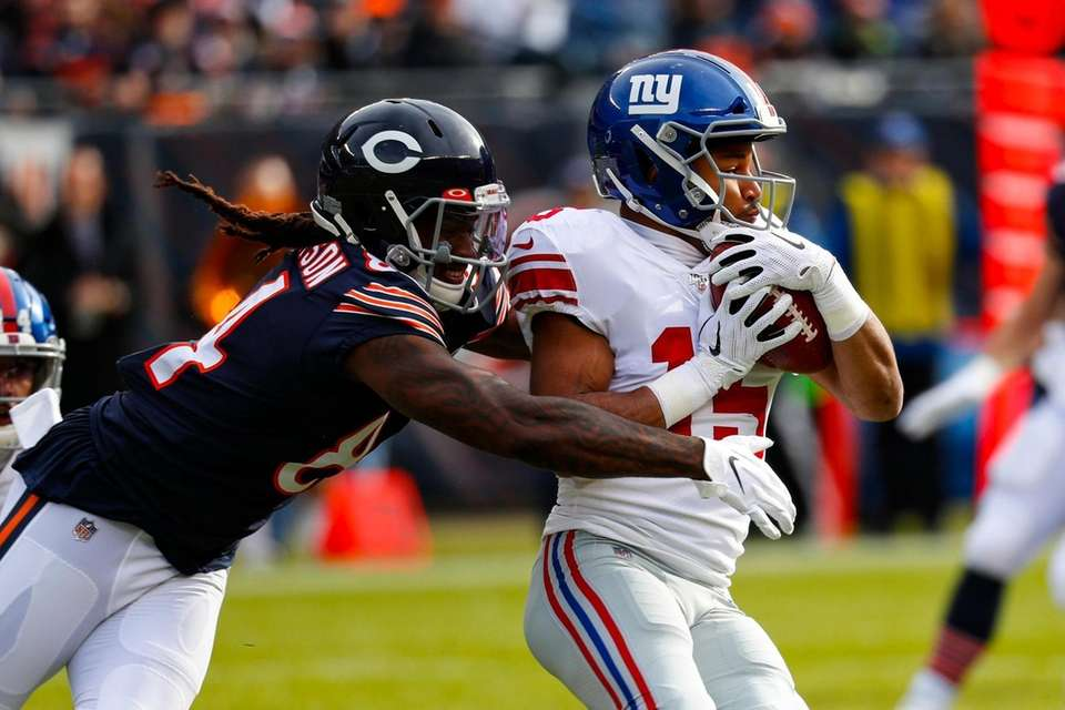Giants wide receiver Golden Tate is tacked by