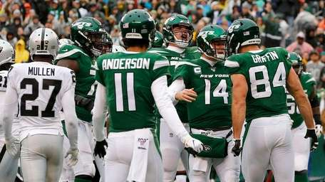 Sam Darnold of the Jets celebrates with teammates