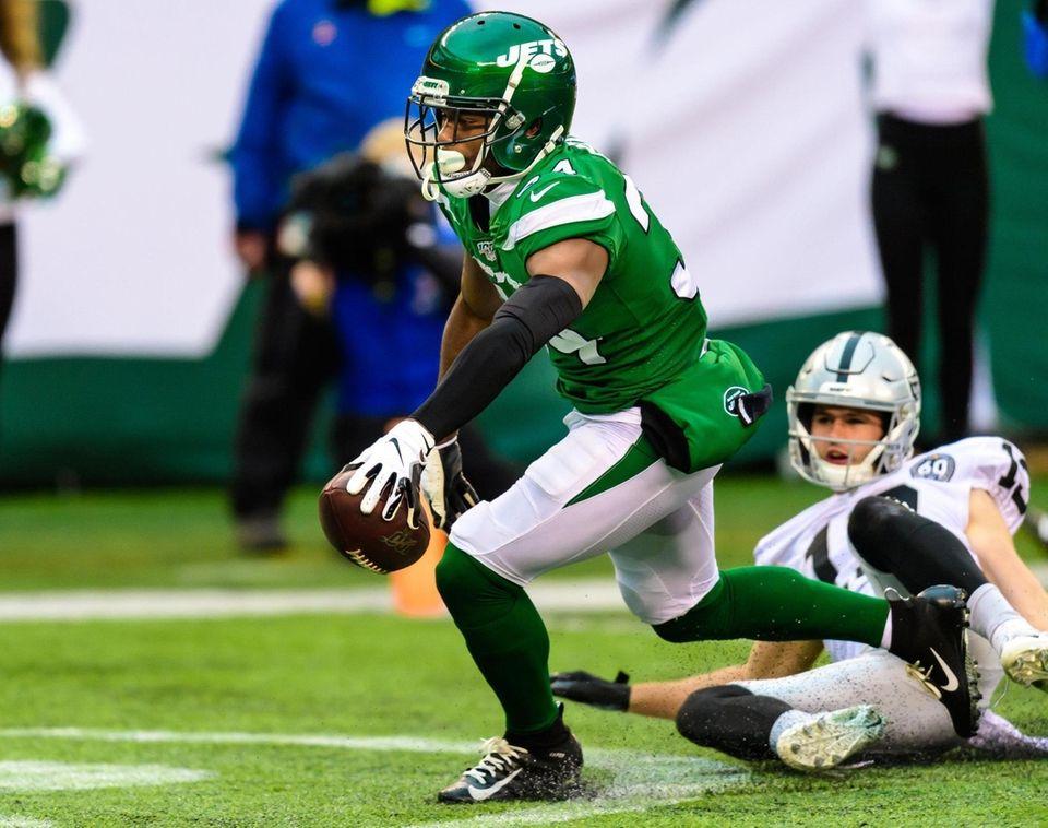 New York Jets cornerback Brian Poole (34) pulls