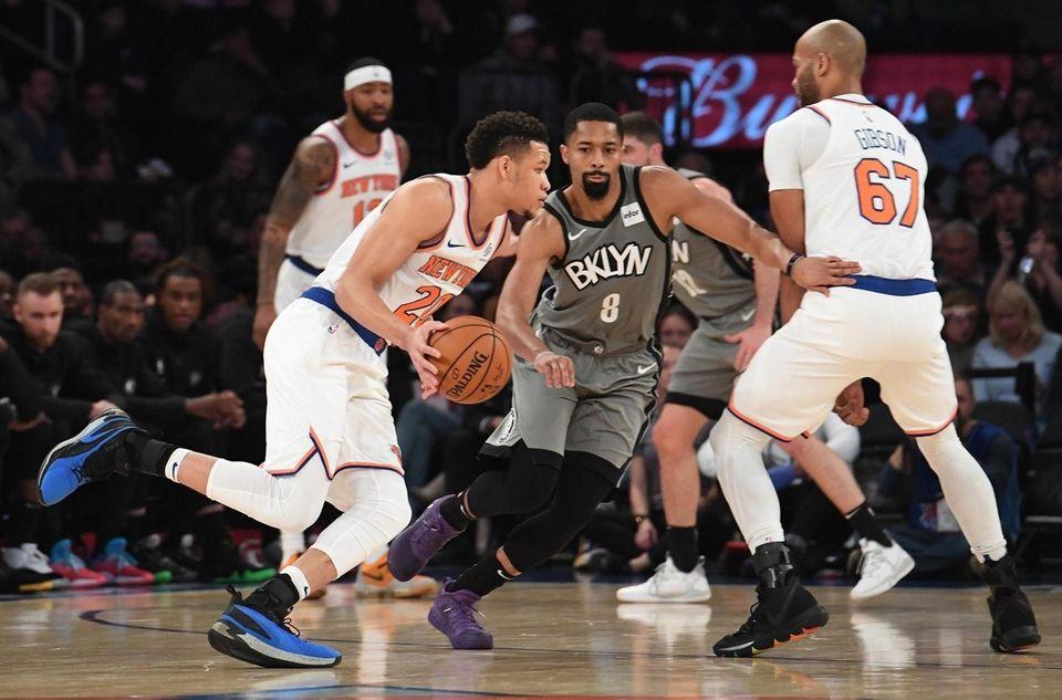 New York Knicks forward Kevin Knox II drives