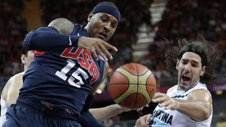 Team USA's Carmelo Anthony (15) and Argentina's Luis