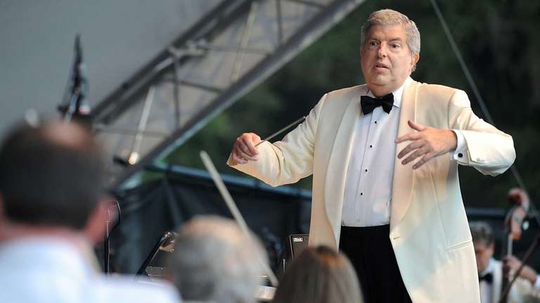 Marvin Hamlisch conducts during the Marvin Does Marvin
