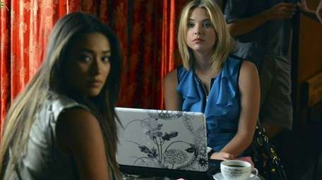 Aria, Emily, Hanna and Spencer follow a lead