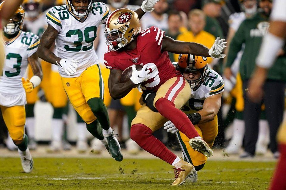 San Francisco 49ers wide receiver Deebo Samuel runs