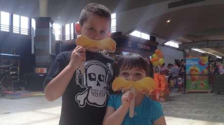 Dylan Saavedera, 6, and Dina Pappas, 4, with