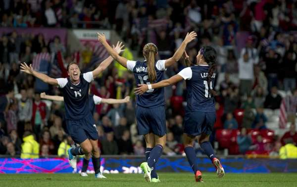 Alex Morgan, center, celebrates with Team USA teammates