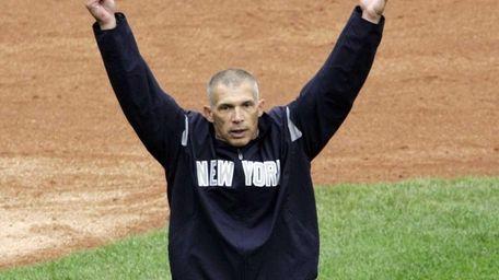 Yankees manager Joe Girardi walks off the field