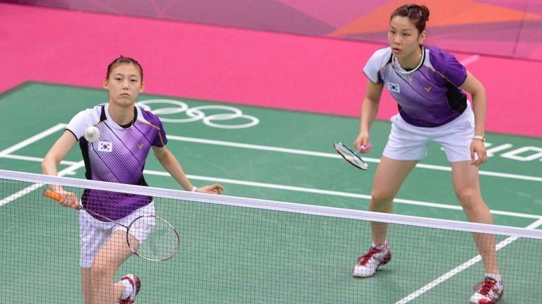 Kim Ha Na, left, and Jung Kyung Eun