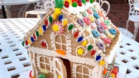 Participants will bake a gingerbread house and holiday